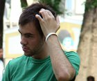 Juckende Kopfhaut mit Hausmittel und Shampoo behandeln